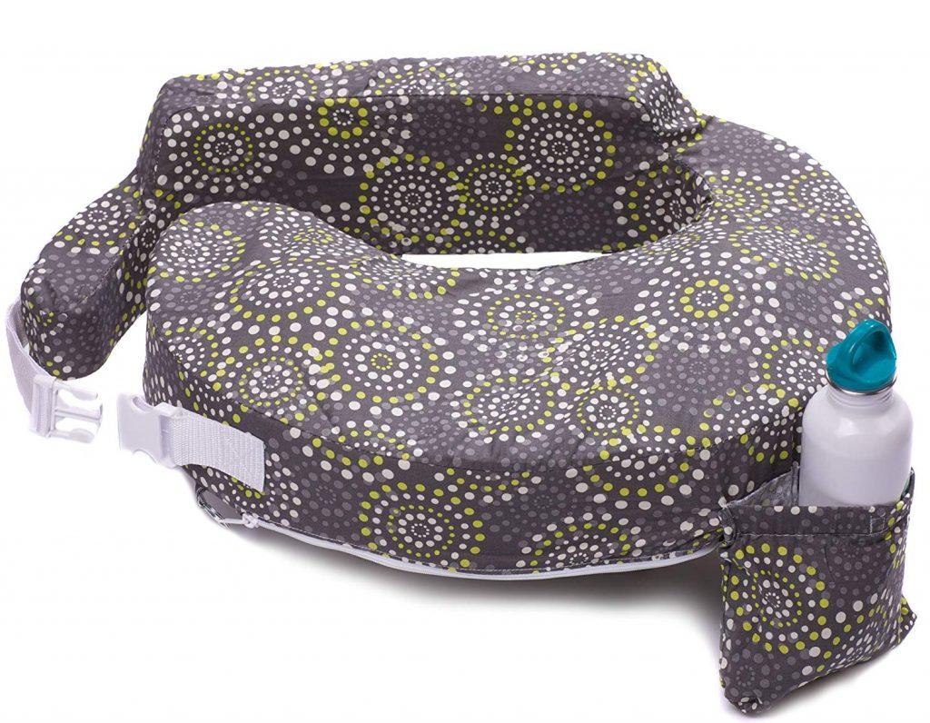 Nursing pillow for breastfeeding moms #breastfeedingtips #breastfeedingessentials
